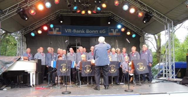 2014: BONNER SHANTY-CHOR auf der Bühne des Derletalfestes (Foto: Achim Haupt)