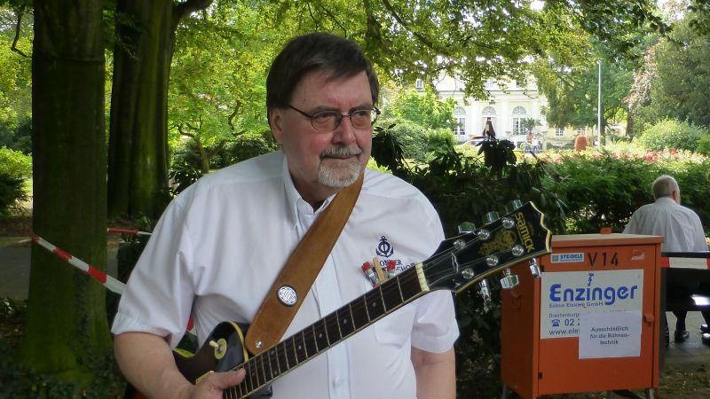 2012: Gitarrist Dieter Stark (Foto: Manfred Weiler)
