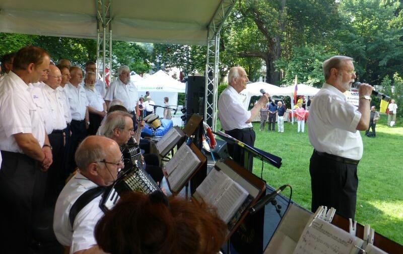 2013: BONNER SHANTY-CHOR auf der Bühne des Sommerfestes in Bad Godesberg (Foto: Manfred Weiler)