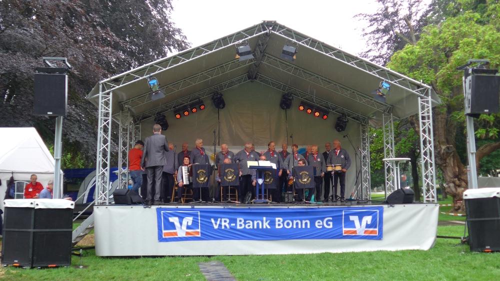 2016: BONNER SHANTY-CHOR auf der Bühne (Foto: Manfred Weiler)