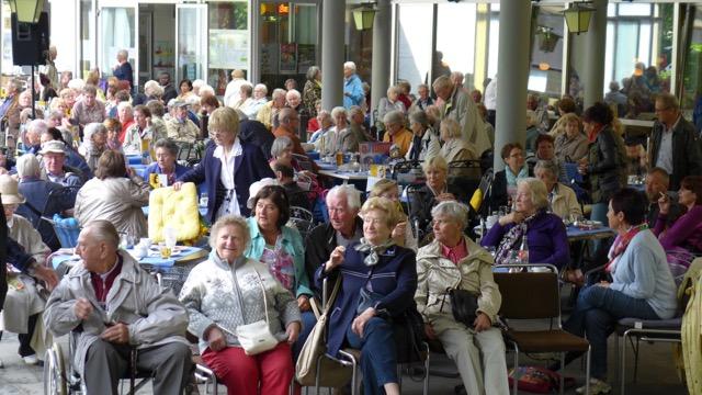 Juni 2015: Blick ins Publikum (Foto: Manfred Weiler)