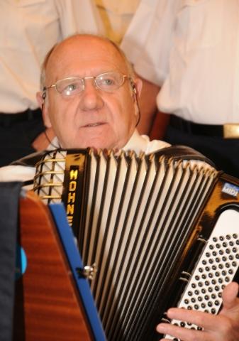 2013: Am Akkordeon: Heinz Schreiber (Foto: Şahap)