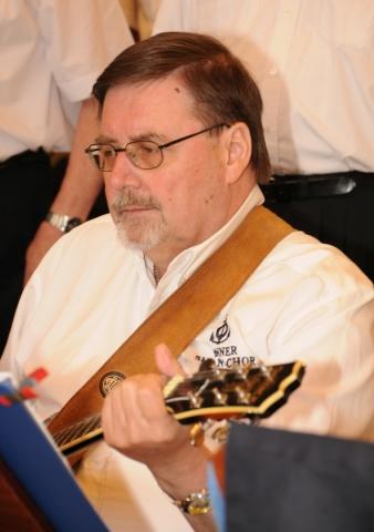 2013: An der Gitarre: Dieter Stark (Foto: Şahap)
