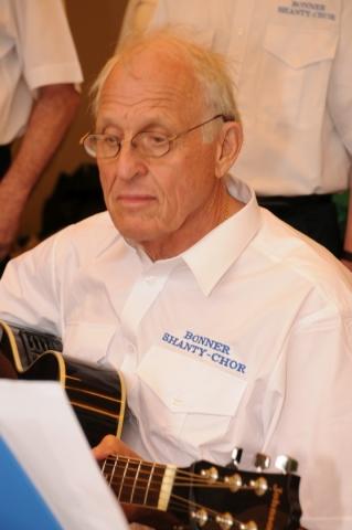 2013: An der Gitarre: Klaus Oetjen (Foto: Şahap)