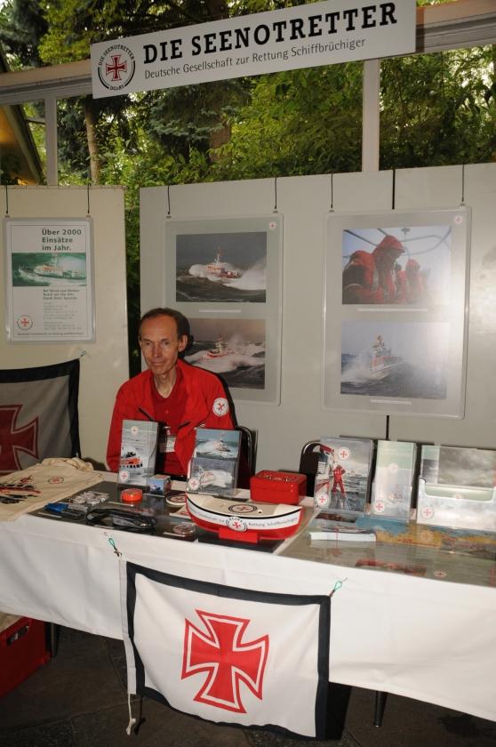 2013: Informationsstand der Deutschen Gesellschaft zur Rettung Schiffbrüchiger (Foto: Şahap)