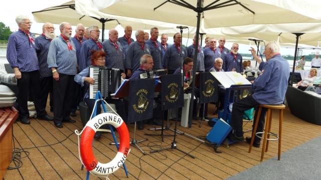 2015: Der BONNER SHANTY-CHOR an Bord der MS Anesha (Foto: Imke Weiler)