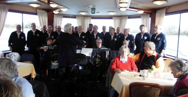 2015: BONNER SHANTY-CHOR an Bord der MS Poseidon (Foto: Günther  Mannebach)
