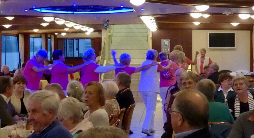 2016: Spontane Tanzeinlage aus den Reihen des Publikums (Foto: Manfred Weiler)