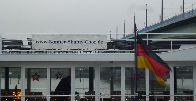 2017: Banner des BONNER SHANTY-CHORS an der MS Poseidon (Foto: Manfred Weiler)
