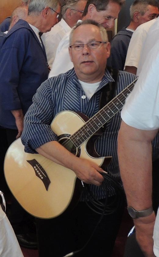 2013: Kristian, Gitarrist im Passat-Chor (Foto: Achim Haupt)