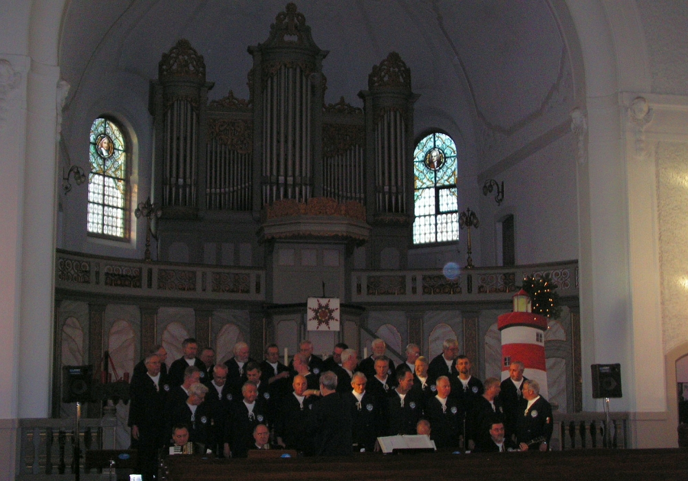 2005: BONNER SHANTY-CHOR in der Ev. Kirche Oberkassel (Foto: Gerhard Meyer)