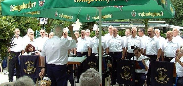 2008: BONNER SHANTY-CHOR an der Siegfähre (Foto: Imke Weiler)