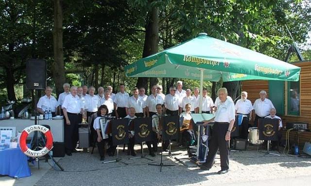 2013: BONNER SHANTY-CHOR an der Siegfähre (Foto: privat)