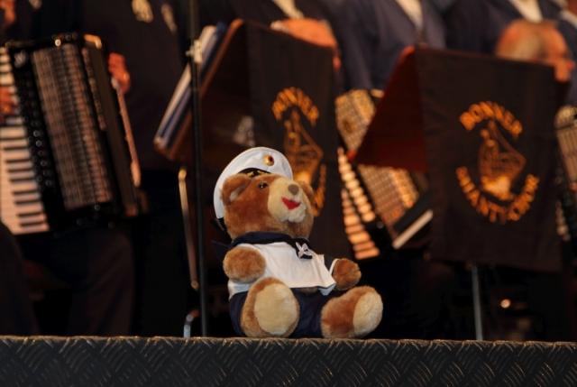 2012: Maskottchen auf der Bühne (Foto: Wolfhard Scherping)
