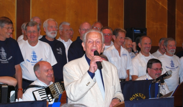 2008: Ansprache des Jubilars (Foto: Achim Haupt)
