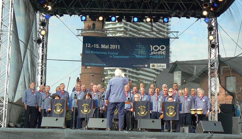 2011: BONNER SHANTY-CHOR auf der Hauptbühne (Foto: Imke Weiler)
