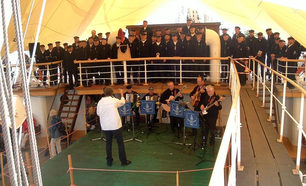"""2011: Der Passatchor auf der """"Passat"""" (Foto: Peter Reichelt)"""