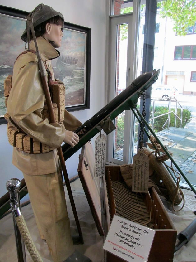 2018: Aus früherer Zeit: Hosenboje mit Raketenapparat (Foto: Peter Reichelt)