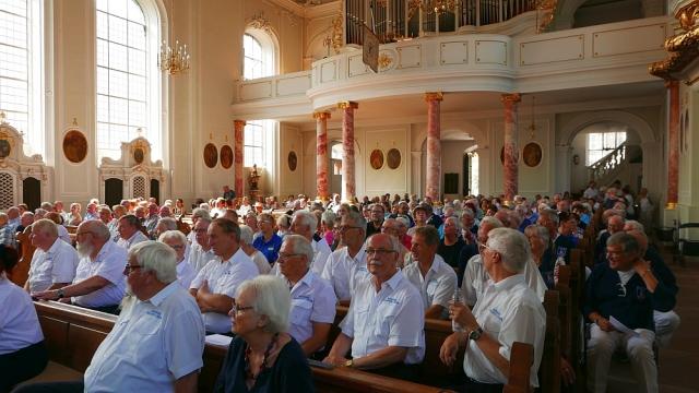 2018: Die Kirche füllt sich (Foto: Manfred Weiler)