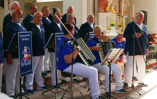 2018: Auftritt Seemanns Chor Oldenburg (Foto: Manfred Weiler)