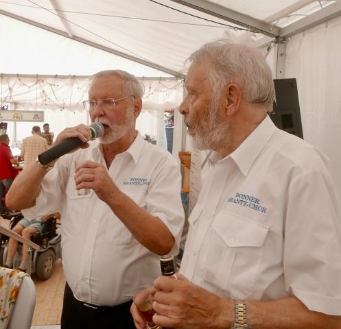 """2018: Der """"Rum aus Jamaika"""" muss getestet werden (Foto: Manfred Weiler)"""