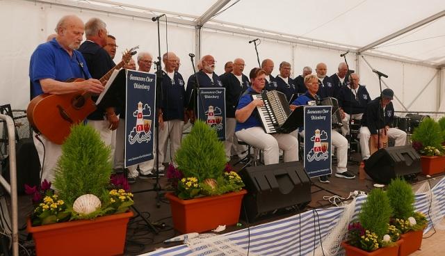 2018: Seemanns Chor Oldenburg im Festzelt (Foto: Manfrad Weiler)