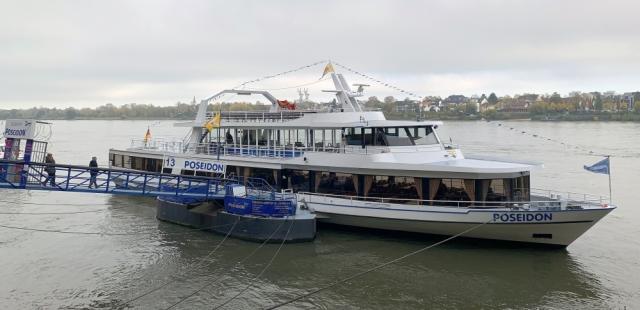 2019: MS Poseidon am Bonner Rheinufer (Foto: Manfred Weiler)