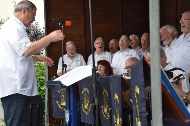 2016: BONNER SHANTY-CHOR mit Chorleiter Martin Frey (Foto: Achim Haupt)