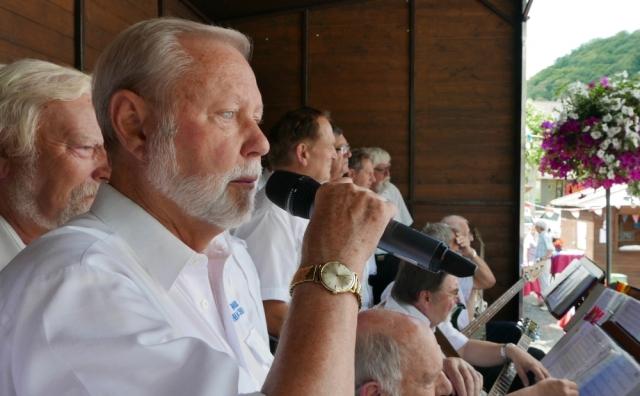 2019: Sängerreihe; vorn: Hans-Kurt Süßmilch (Foto: Manfred Weiler)