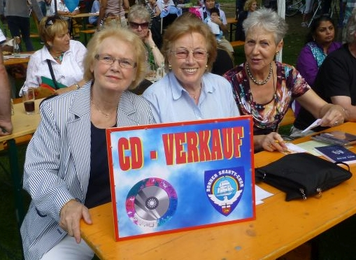 2012: Verkaufsstand (Foto: Manfred Weiler)