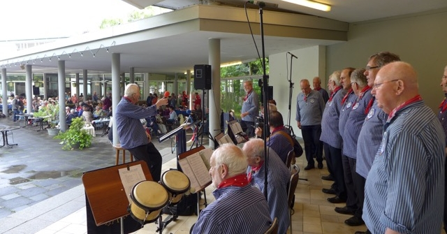 Juni 2015: BONNER SHANTY-CHOR in der Konzertmuschel (Foto: Manfred Weiler)