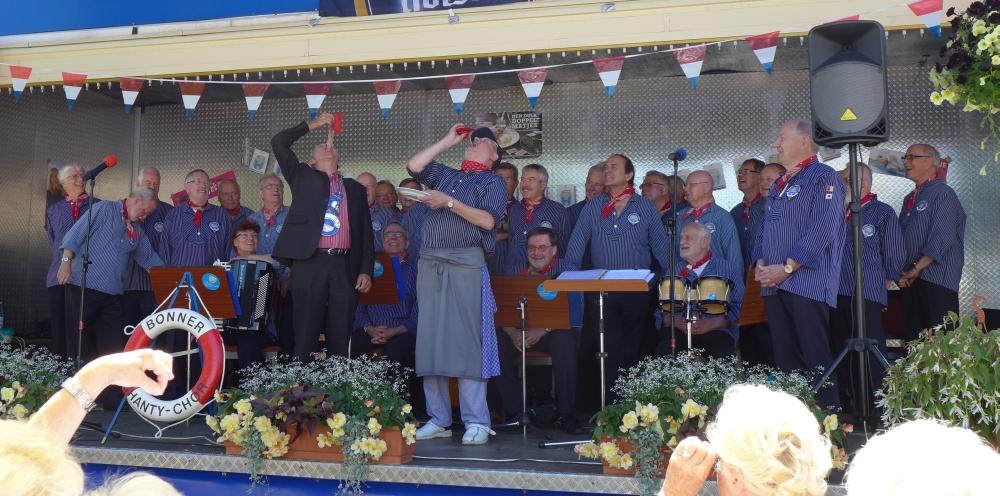 2015: Der Matjesbiss, eine traditionelle Zeremonie (Foto: Imke Weiler)