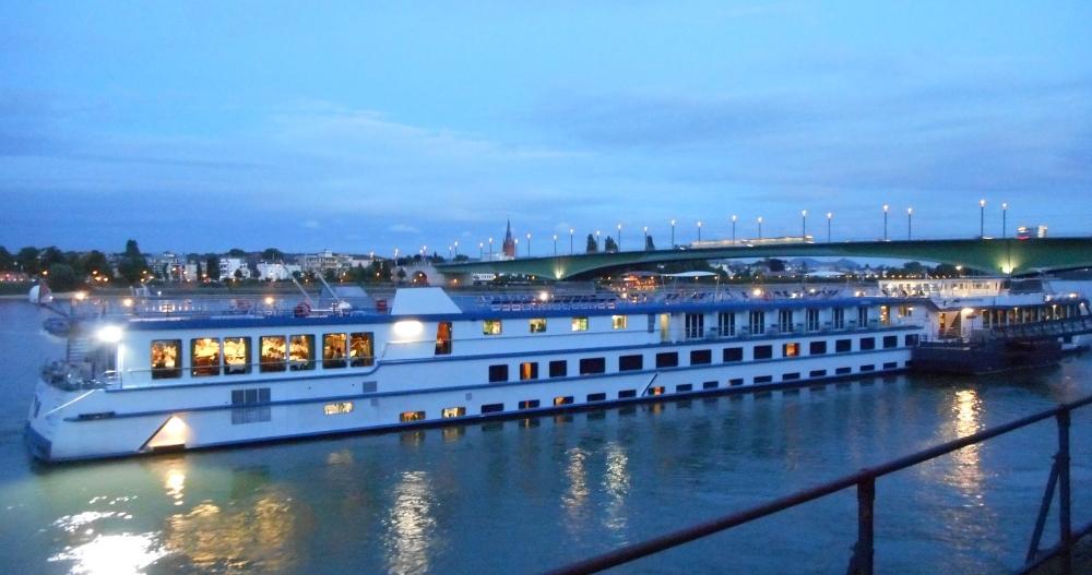 MS River Harmony vor der Bonner Kennedy-Brücke (Foto: Inge Makowski)