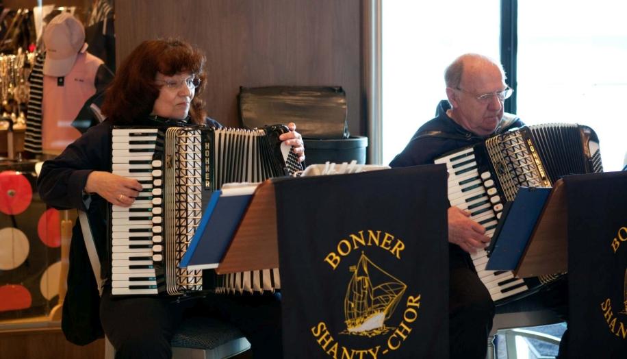 2011: Heidrun Schulz und Heinz Schreiber am Akkordeon (Foto: Rita Loschitz)