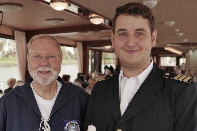 2017: Chor-Manager Hans-Kurt Süßmilch und Bootsmann Alexander Gottschlich von der MS Poseidon (Foto: Manfred Weiler)