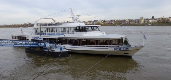 2015: MS Poseidon am Bonner Rheinufer (Foto: Manfred Weiler)