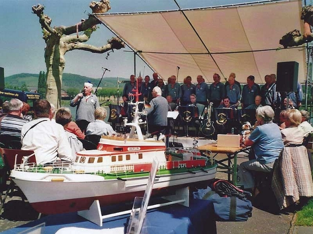 2010: Hafenfest in Brohl-Lützimng (Foto: DGzRS)