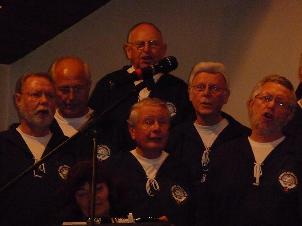 2009: Sängerschar (Foto: Imke Weiler)