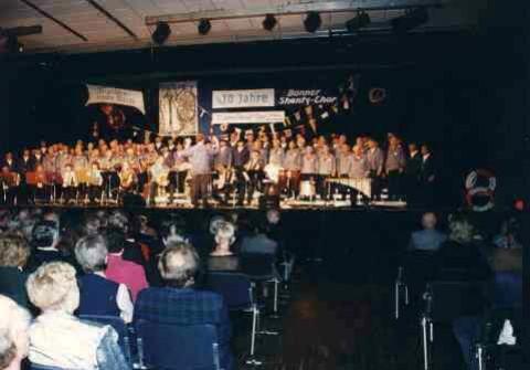 1997: 10 Jahre BONNER SHANTY-CHOR im Beueler Brückenforum (Foto: privat)