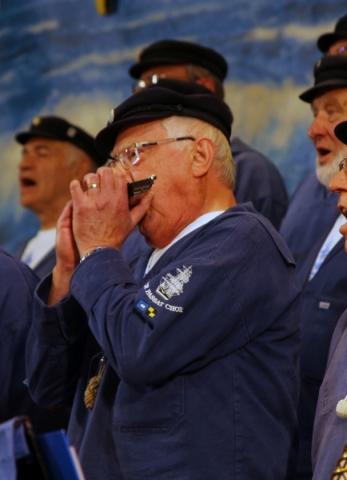 2012: Begleitung mit Mundharmonika (Foto: BSC)