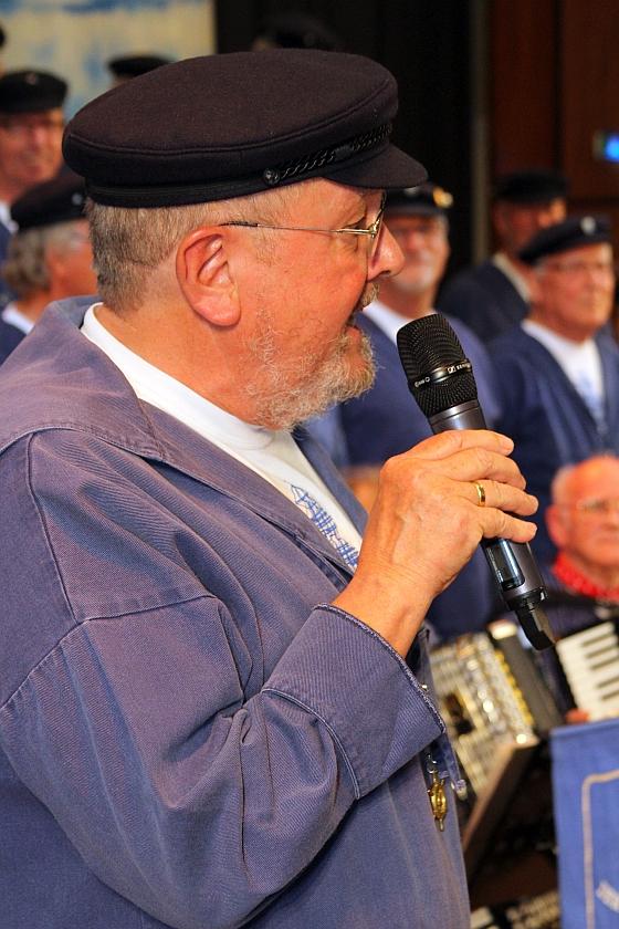 2012: Roloff Spanuth (PASSAT CHOR) bei der Moderation (Foto: BSC)