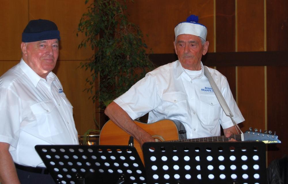 2008: Rudi und Heinz als Bänkelsänger (Foto: Achim Haupt)