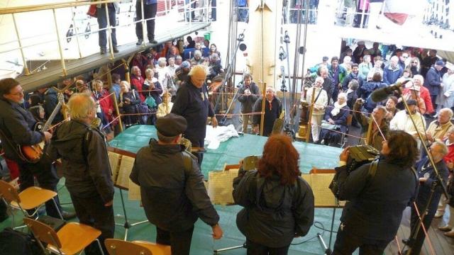 """2011: Publikum auf der """"Passat"""" (Foto: Imke Weiler)"""