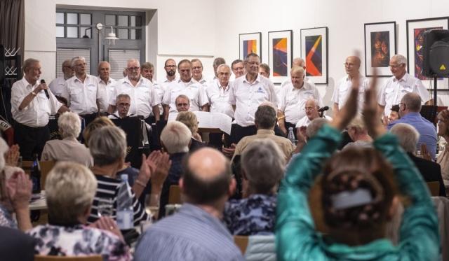2018: Applaus für den Chor (Foto: Barbara Frommann)